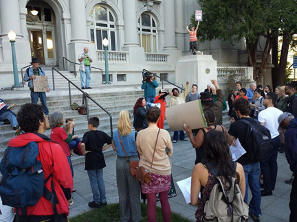 Protesters rally to condemn the anti-homeless laws in Berkeley. Sarah Menefee photo