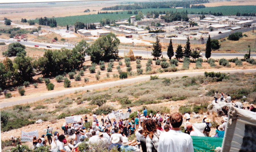 Members ot the Walk for a Peaceful Future demonstrate on June 6, 1992, on Mount Carmel, above Atlit Military Prison in support of Israeli soldiers imprisoned for refusing to serve in the Occupied Territories. Photo credit: Anna L. Snowdon